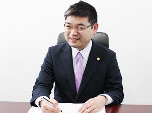 池袋支店長・第二東京弁護士会、都丸翔五の写真