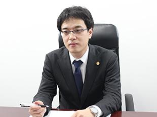 平塚支店長・神奈川県弁護士会、菅沼大の写真